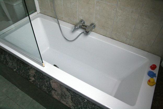 Koopdezewoonst ruime duplex uit de hand - Moderne badkamer met ligbad ...